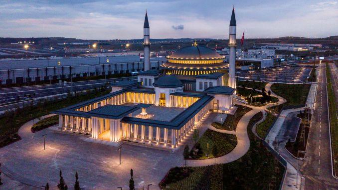 أصبح شريف مسجد علي كوشكو أول مسجد في العالم حائز على شهادة ليد الذهبية