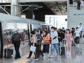 Šiandien Kinijos geležinkeliais keliaus milijonas tūkstančių keleivių.