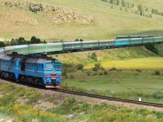 I Kina styrtet persontoget inn i jernbanearbeiderne.
