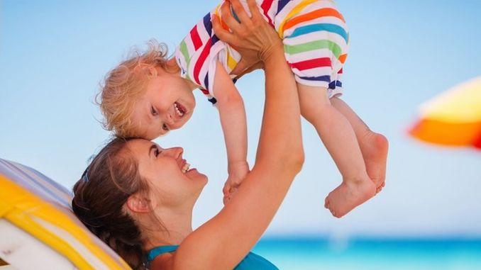 Precautions to be taken against sunstroke in children