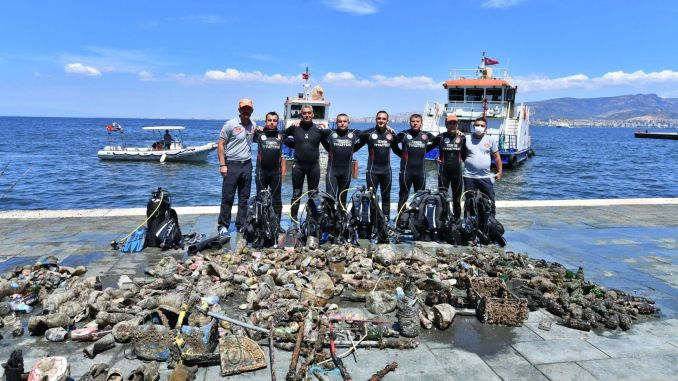 Bottom cleaning was done in Izmir Bay
