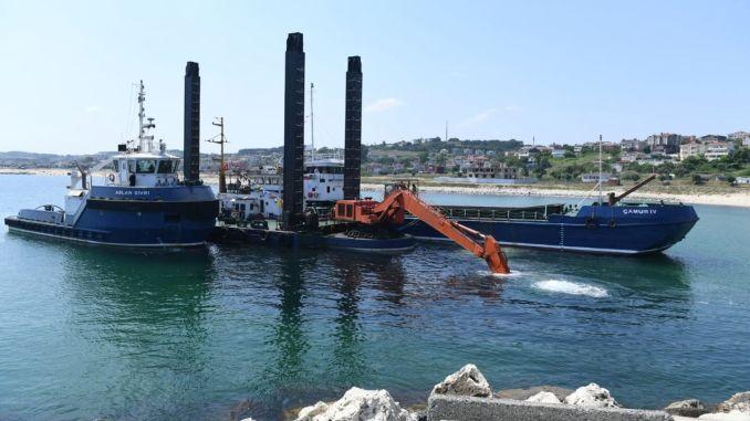 Karaburun fishermen's shelter deepening and cleaning works started