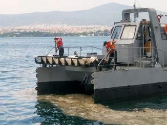 점액이 해군 선박에 미치는 영향을 조사하고 있습니다.