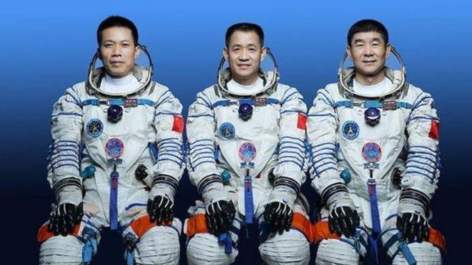 Namen von drei Astronauten, die mit Shenzhou ins All fliegen werden