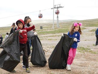 sammelte Tonnen von Abfallstöcken mit einem sauberen Erciyes-Event