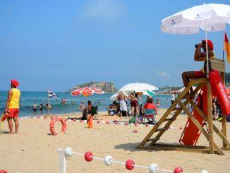 ibb предоставя услуга на спасител по време на плажния сезон