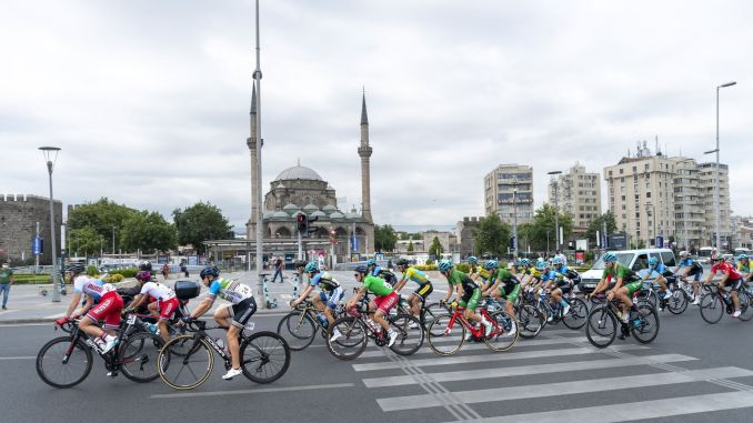 female athletes pedaled kilometers in the international erciyes road bicycle race