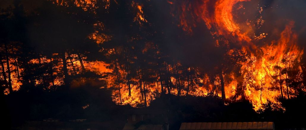 Manavgat fire on its third day, the district is still under smoke