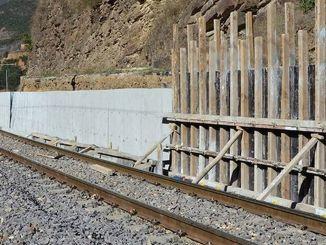 Potporni zid željeznice