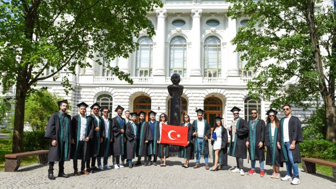 حصل الطلاب الأتراك الذين يدرسون في Akkuyu ngs على شهاداتهم