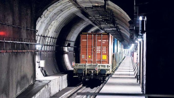 When the freight train from the ministry was passing through Marmaray, it hit the platform.