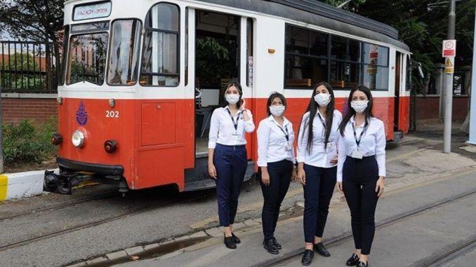 Prve žene vozačice nostalgičnog tramvaja u kadikoyu počele su s radom