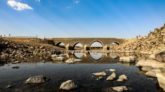 A new bridge is being built to protect the historical Dilaver Bridge.