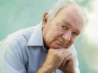 老年人及以上人士应接种肺炎和流感疫苗
