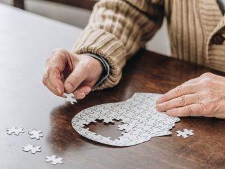 मानसिक गतिविधियां अल्जाइमर के जोखिम को कम करती हैं