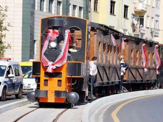 Vlak Kagithane koji nosi oružje naprijed nalazi se na tračnicama stoljeće kasnije