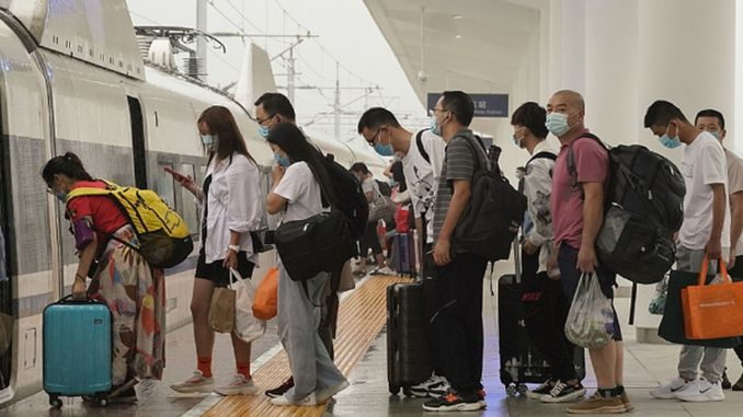 चीन में वर्ष की पहली छमाही में अरबों घरेलू यात्राएं की गईं