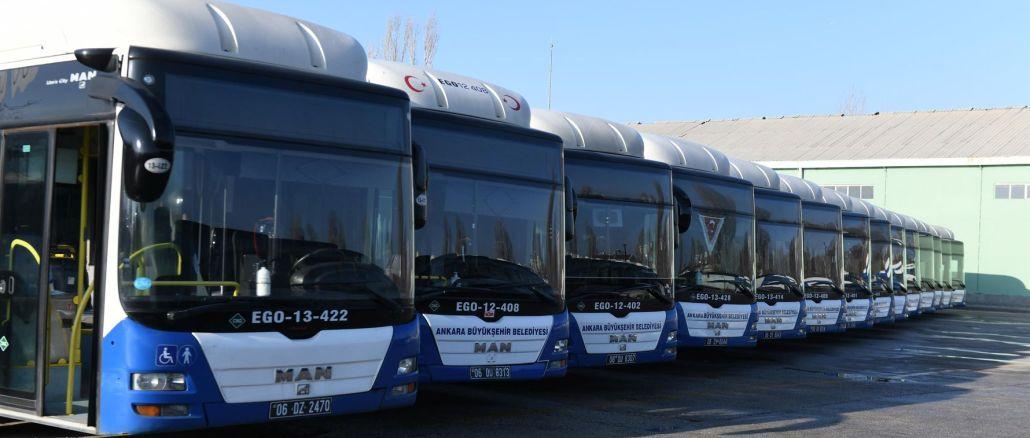 إعلان قدامى المحاربين في حافلات الأنا