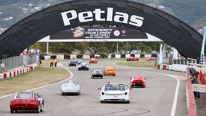 شهدت السباقات النهائية للسيارات الكهربائية صوراً مثيرة