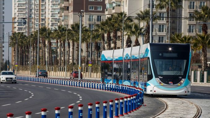 First week mass transportation for students and teachers in Izmir