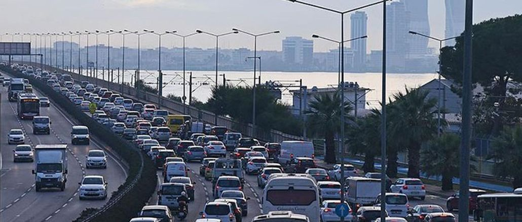 The number of vehicles registered to traffic in Izmir reached one million thousand as of August