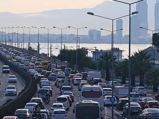 Numărul vehiculelor înregistrate pentru trafic în Izmir a ajuns la un milion de mii începând cu luna august