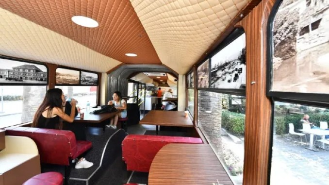 Izmir's old buses are not junk, they are cafes