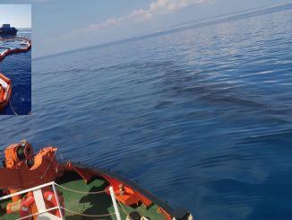 Karaismailoğlu zapira Sredozemlje z oviro pred razlitjem nafte.