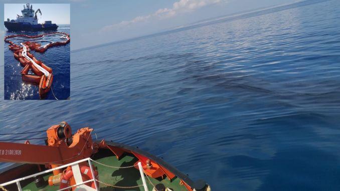 Karaismailoğlu ferme la Méditerranée avec une barrière contre les marées noires.