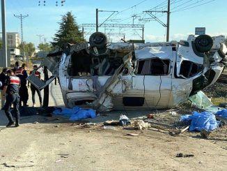 貨運列車在泰基爾達撞上小巴,受傷