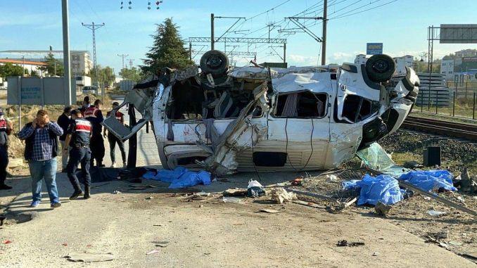 Güterzug krachte in Kleinbus in Tekirdag, verletzt