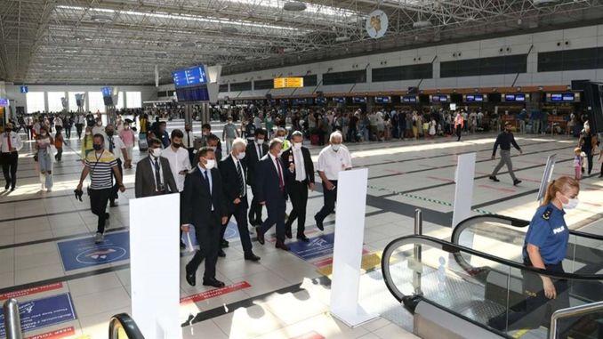 تفقد الحاكم يازيجي مبنى مطار أنطاليا الدولي