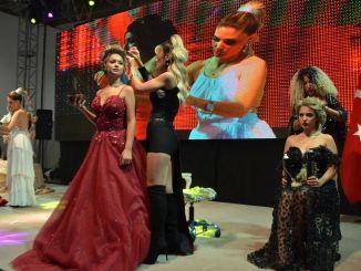 تم عرض أزياء الشعر لأول مرة في إزمير