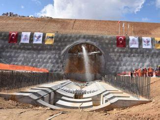 Svjetlo se pojavilo u tunelu brze željezničke pruge Ankara Izmir
