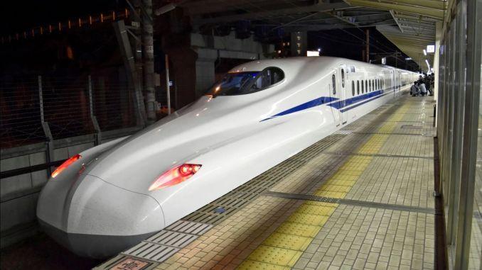 توقفت خدمات القطارات في اليابان