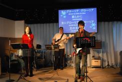 leading-worship
