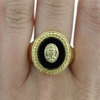 18k Yellow Gold Black Onyx Signet Ring