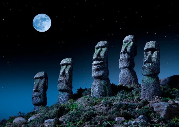 easter-island-heads-one-smiling-at-night-don-farrall