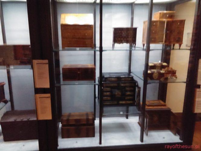 drobne-formy-meblarskie-galeria-rzemiosla-artystycznego