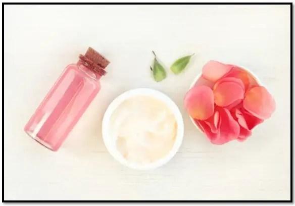 beneficios del agua de rosas para el cabello