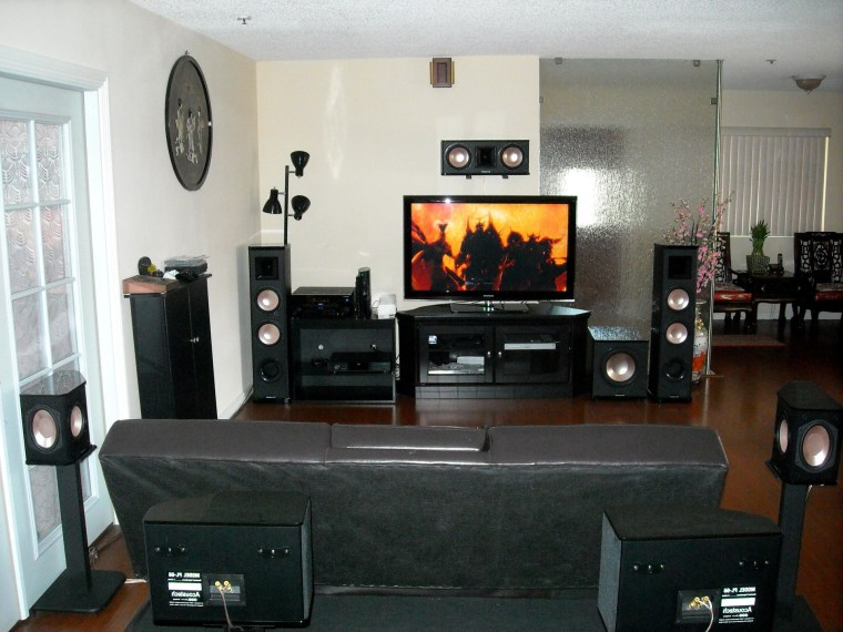How to Decorate a Small Living Room for Complete Living Room Theaters