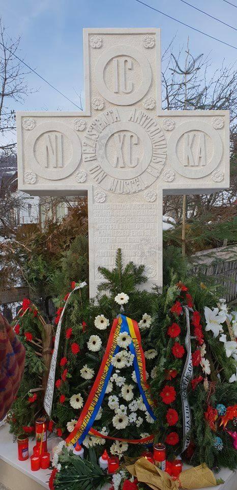 monument tom 4 - MONUMENT DEDICAT LUI TOMA ARNĂUȚOIU LA NUCȘOARA