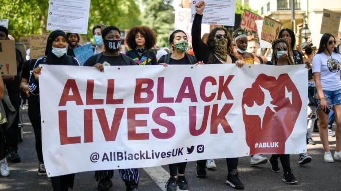 Poliţia Londoneză anunţă că va recruta 40% din ofiţeri săi din rândul minorităţilor