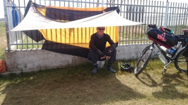 Makeshift shade for a lunch stop
