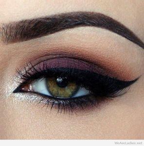 dark-purple-smokey-cat-eye-for-green-eyes