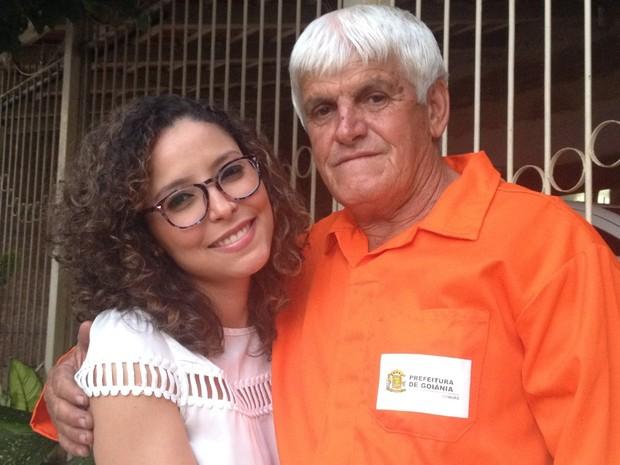 pai gari - MÉDICA E FILHA DE GARI: Jovem conta que primeiro salário usou para ajudar o pai: 'Comprei uma rede e coloquei portão em casa'