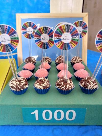 detalhes da decoração da festa de aniversário com o tema Roda a Roda do Silvio Santos
