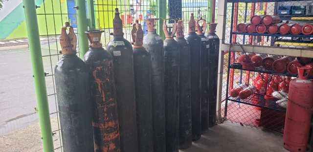 Empresas doam dezenas de cilindros de oxigênio e toneladas de insumos a hospitais de Manaus 3