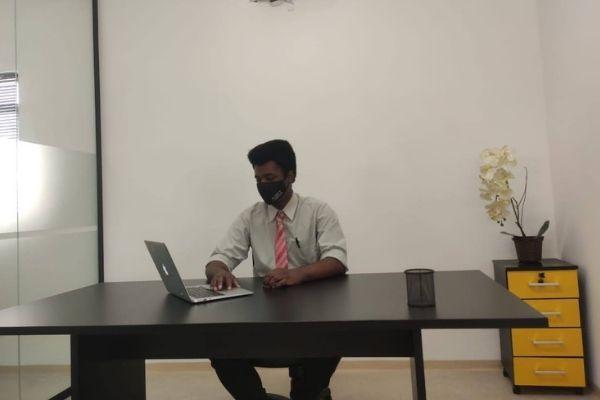 Gabriel Oliveira Sousa trabalhando como analista de Marketing