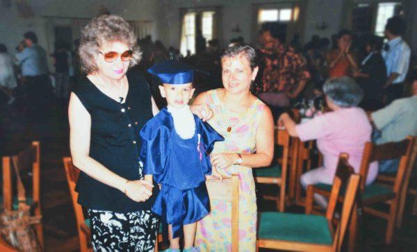 mãe avó colação grau criança escola